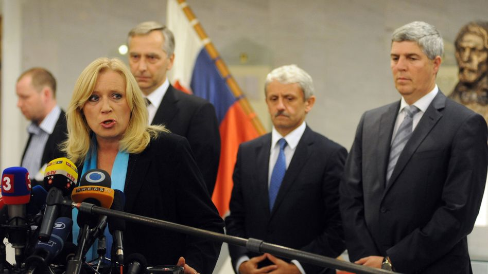 Slovak Prime Minister Iveta Radicova (L) has reached an agreement with the main opposition party to back the euro rescue measure.