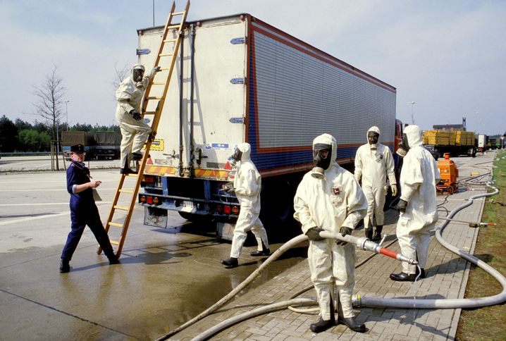 Dekontamination von Lkw an der innerdeutschen Grenze (1986)