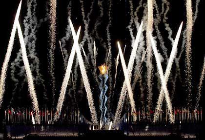 Das Feuerwerk der Abschlussfeier hatte es in sich: Sogar die schneebedeckte Gipfeln der Wasatch-Berge wurden mit einbezogen