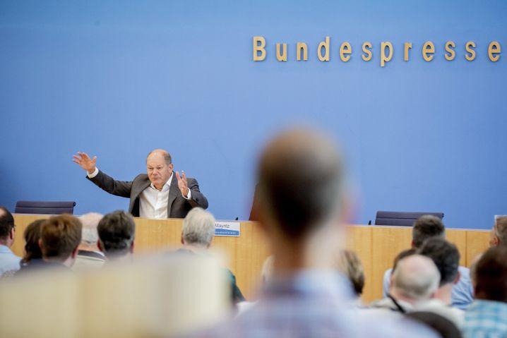 Olaf Scholz beim Tag der offenen Tür der Bundesregierung (in der Bundespressekonferenz)