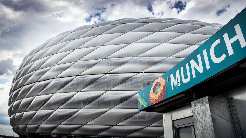 Keine Regenbogenfarben, weil die Uefa es verbietet: Allianz-Arena in München