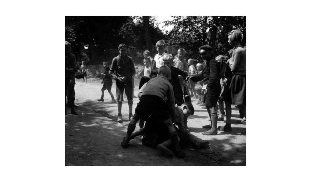 Gewalt und Erziehung: Jugend im 20. Jahrhundert