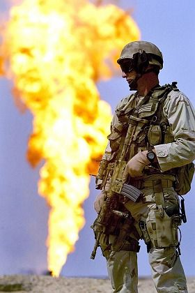 A US soldier guards an Iraqi oil well.