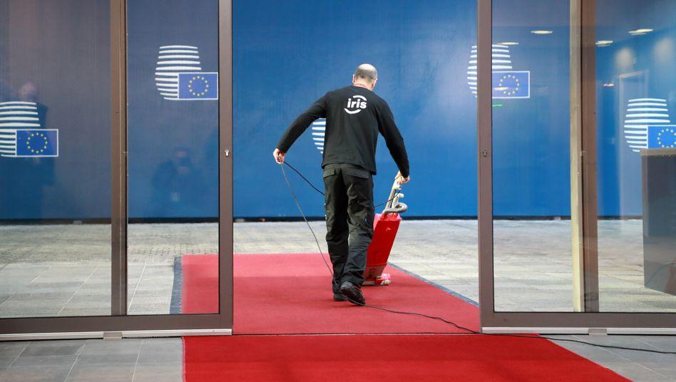 Roter Teppich zum Treffen des Europarats: Um wie viel Geld geht es wirklich?