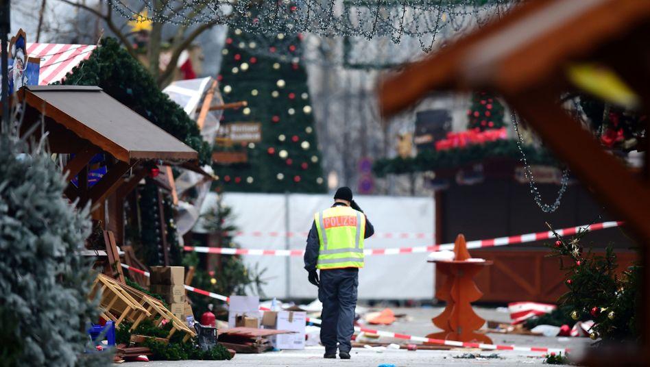 Polizist nach dem Anschlag am Breitscheidplatz in Berlin