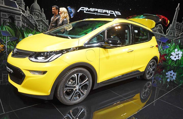 Elektromobil Opel Ampera-E auf dem Autosalon Paris