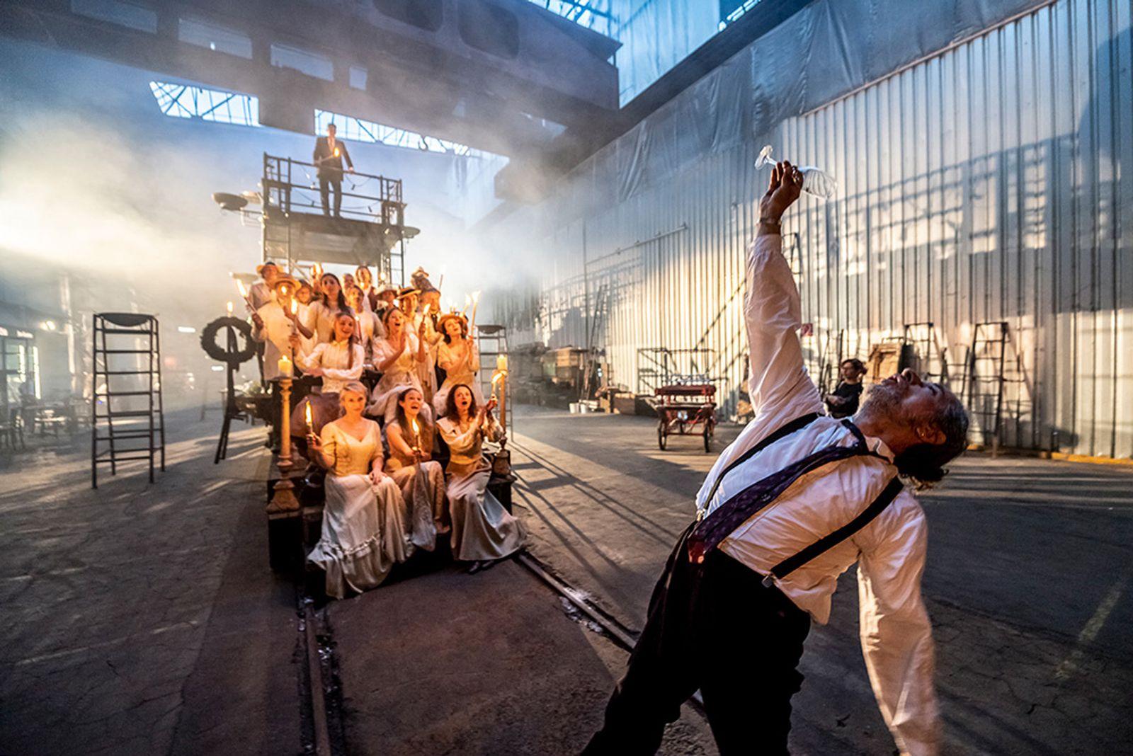 EINMALIGE VERWENDUNG Theater/ Die letzten Tage der Menschheit