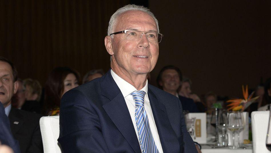 """Fußballlegende und Geschäftsmann Beckenbauer: """"Aprilscherz"""""""