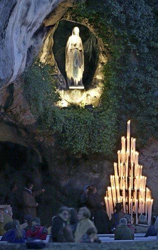 """Lourdes: """"Aus der Tiefe der Welt an den Tag getreten"""""""