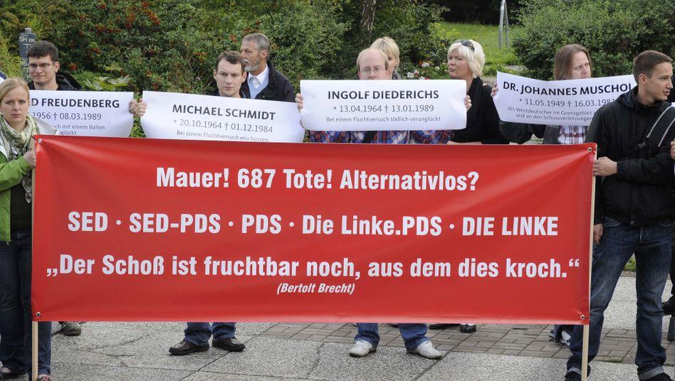 Protest vor dem Landesparteitag der Nordost-Linken: Streit um Bewertung des Mauerbaus