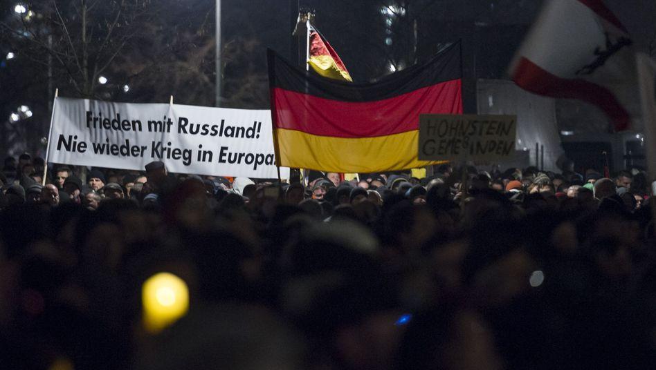 Pegida-Proteste in Dresden (Archivbild): Merkel verurteilt Hetze und Verleumdung