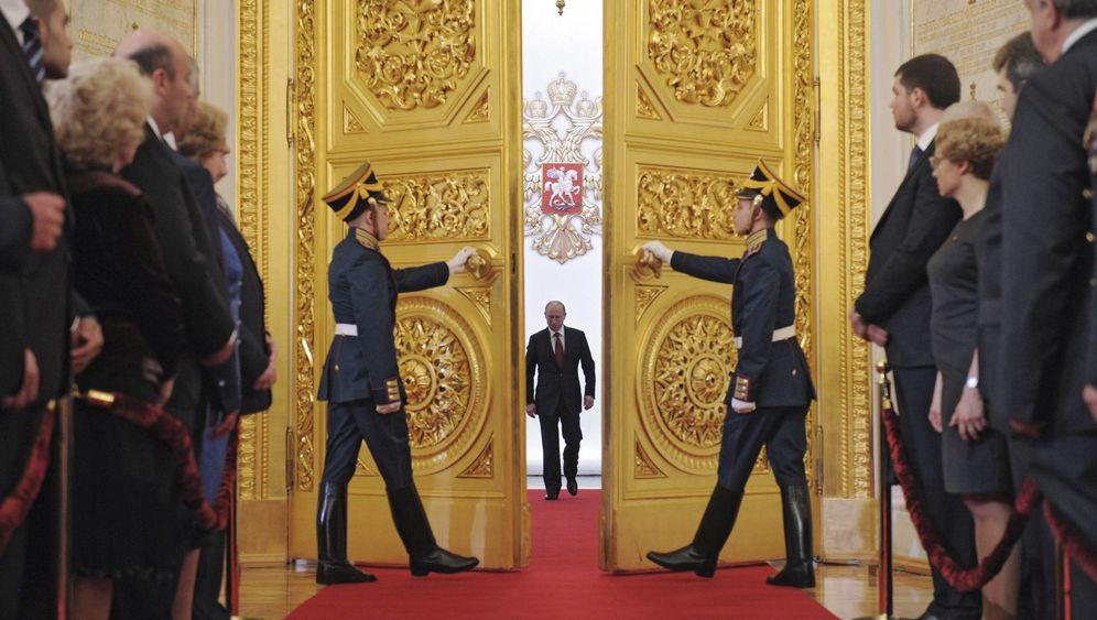 Photo Gallery: Putin Returns to the Kremlin