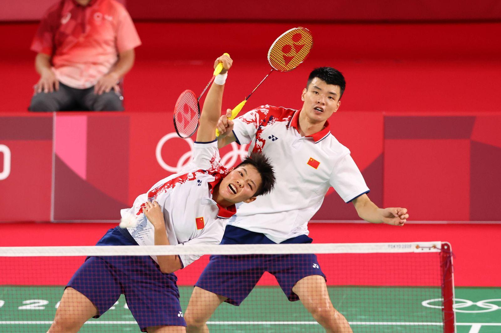 (L-R) HUANG Dong Ping, WANG Yi Lyu (CHN), JULY 28, 2021 - Badminton : Mixed Doubles - Quarterfinal during the Tokyo 202