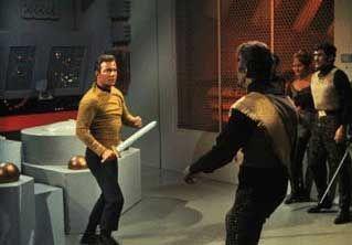 Bereit: Der Captain auf dem Weg zur Konfliktlösung (in der Kampf-, nicht in der Kuss-Variante)