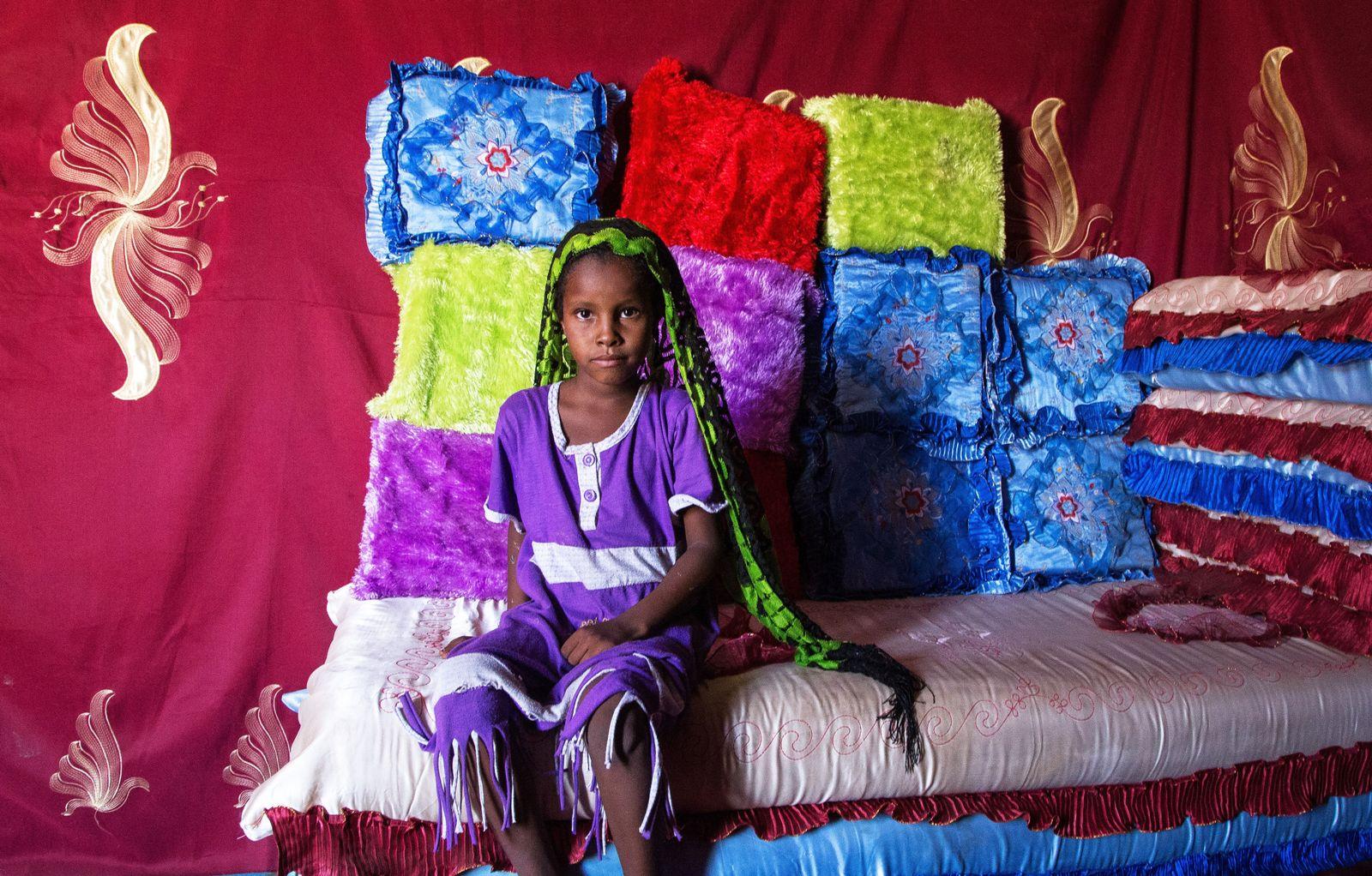 EINMALIGE VERWENDUNG Kinderehen in Afrika/ Chad