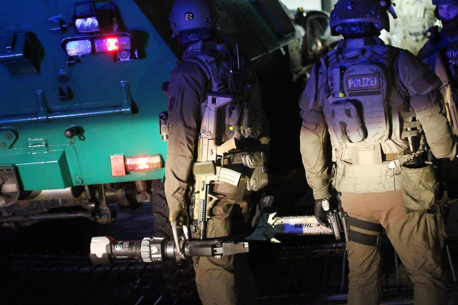 Sechs Festnahmen in Rockerszene - SEK-Einsätze