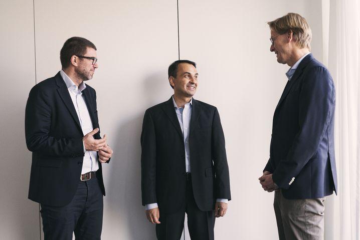 Patel mit den SPIEGEL-Redakteuren Peter Müller und Klaus Wiegrefe in Hamburg