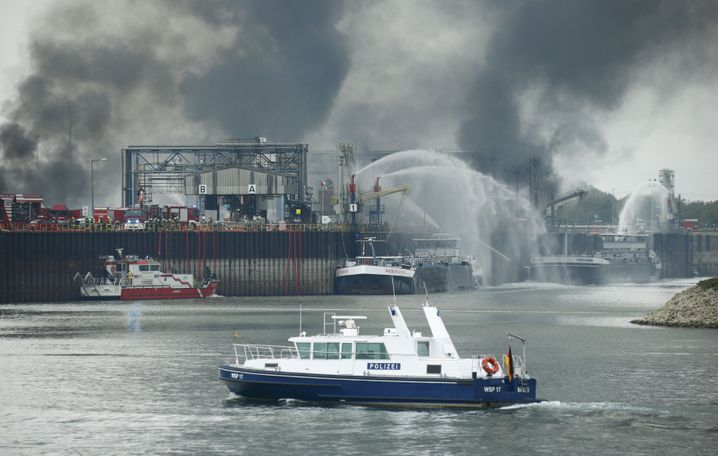 Einsatzkräfte auf dem Rhein: 28 Zeugen befragt