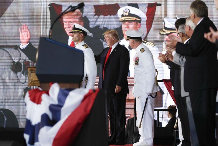 """Donald Trump auf der """"USS Gerald R. Ford"""""""