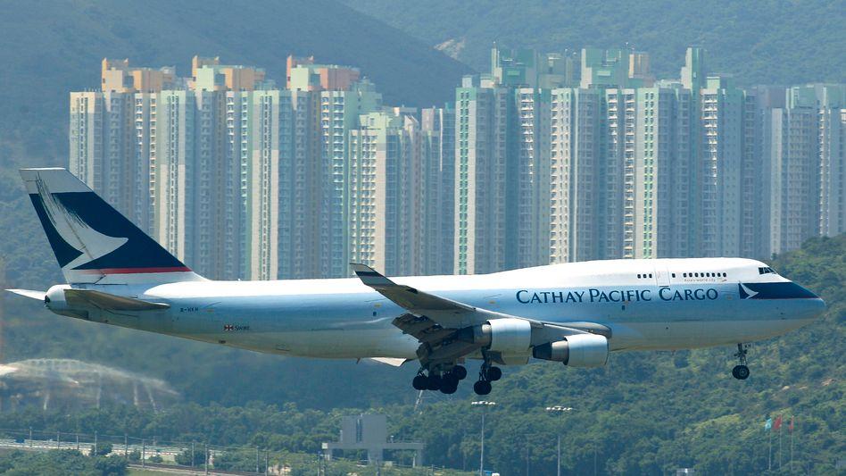 Flugzeug von Cathay Pacific in Hongkong: Stewardessen wollen nicht mehr lächeln