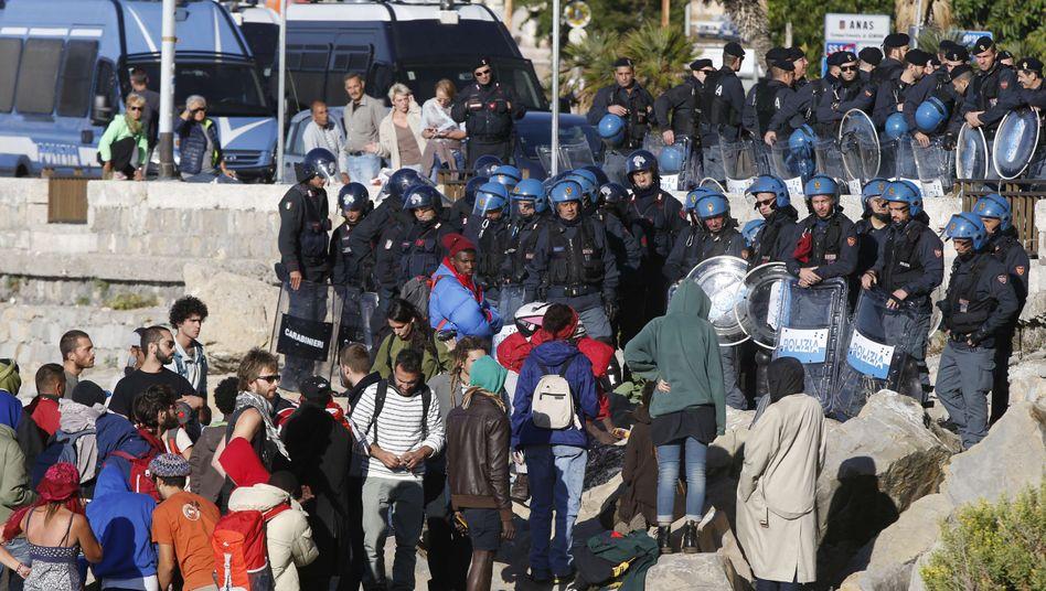 Polizisten und Flüchtlinge in Ventimiglia: Zelte abgerissen