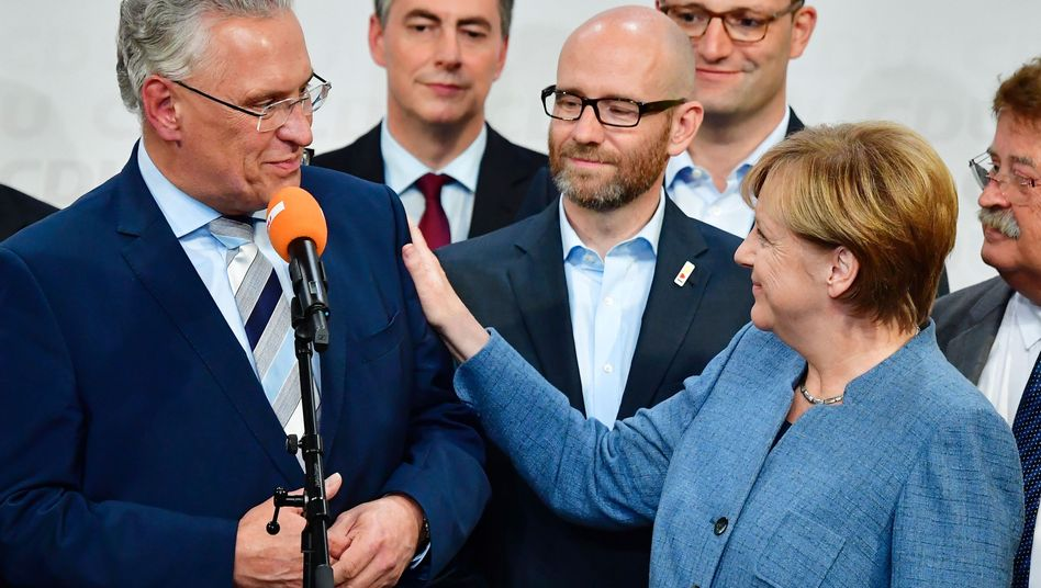 Joachim Herrmann (l.), Angela Merkel