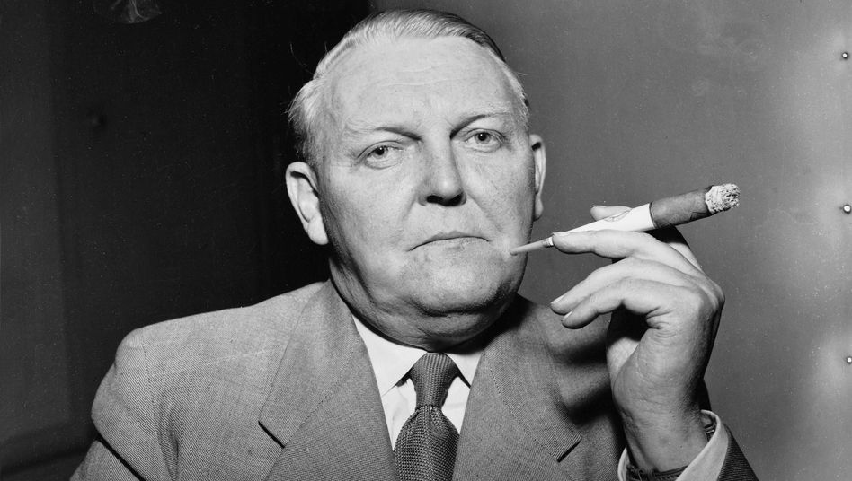 "Fomer German Chancellor Ludwig Erhard in an archive photo: ""a half-baked and unrealistic"" plan"