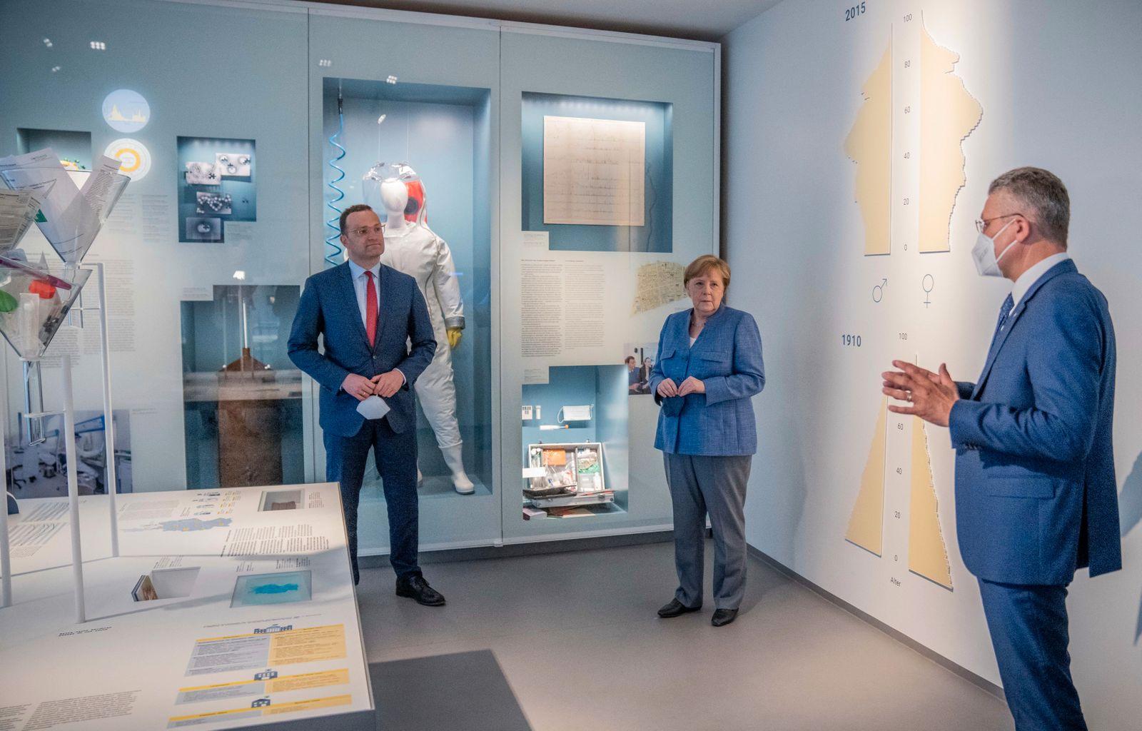 Germany: Merkel visits Robert Koch-Institute RKI