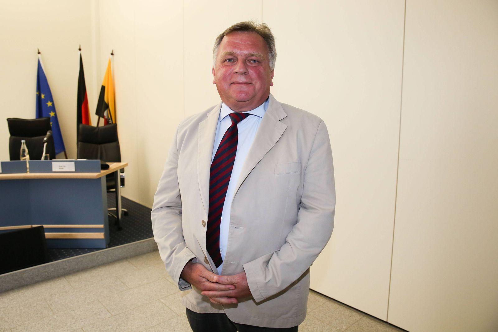 EINMALIGE VERWENDUNG SPIEGEL Plus SPIEGEL 9/2018 S.40 Günther Krause STARTBILD