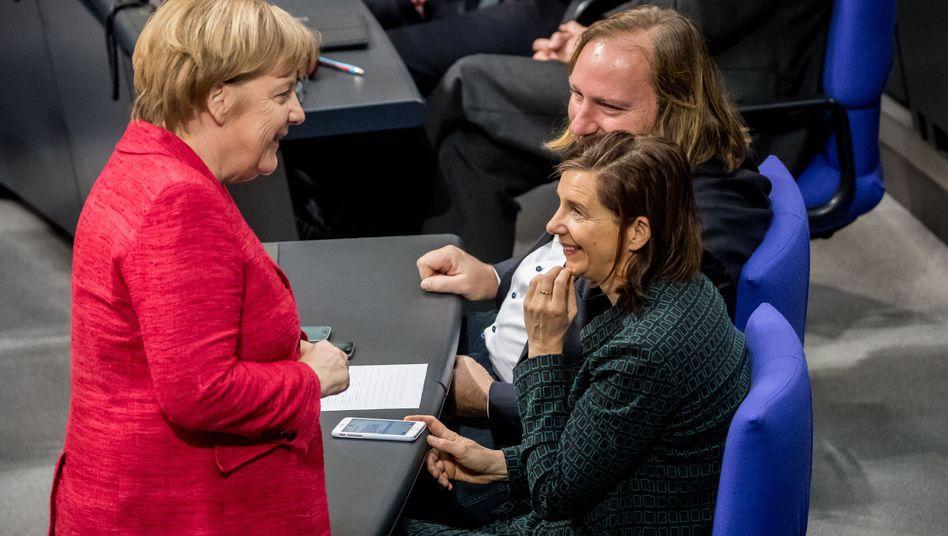 Kanzlerin Angela Merkel mit den Fraktionsvorsitzenden der Grünen, Anton Hofreiter und Katrin Göring-Eckardt