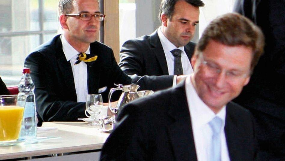 Informant Metzner (l.), Vorgesetzter Westerwelle (Bei den Koalitionsverhandlungen am 5. Oktober 2009)