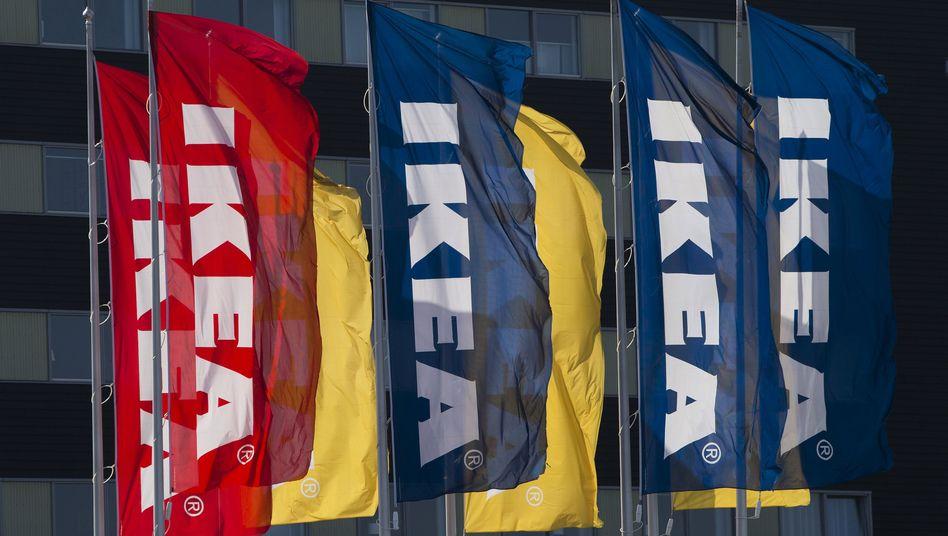 Flaggen mit Ikea-Logo