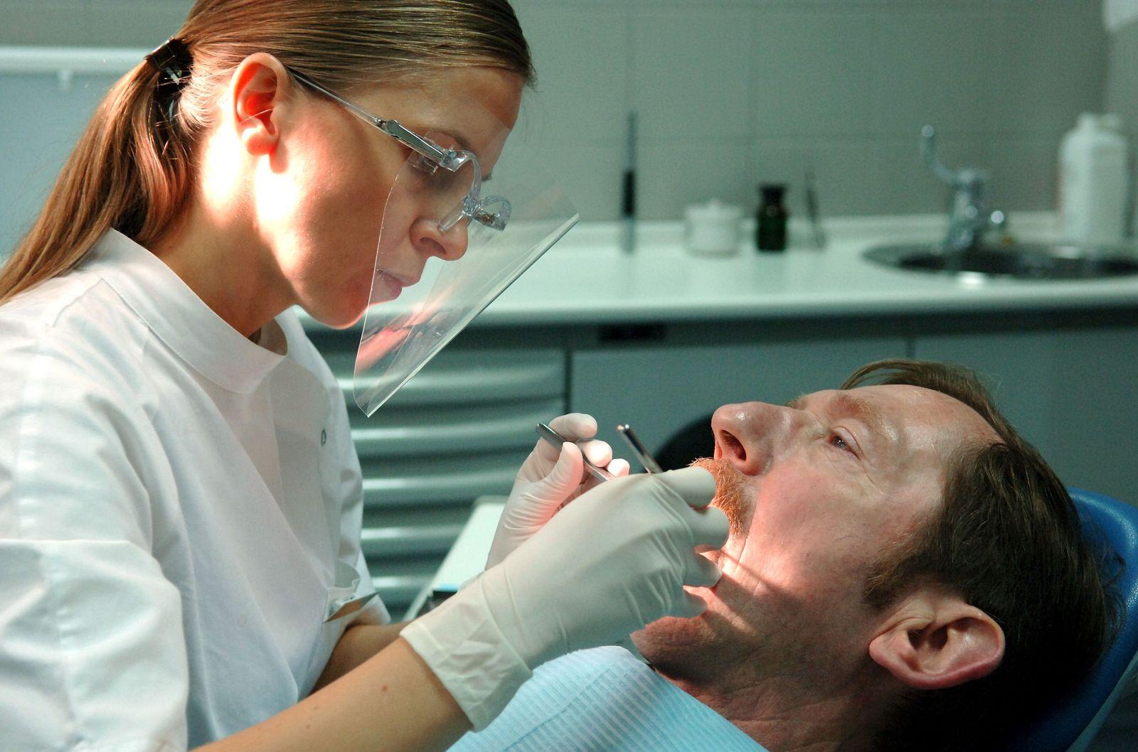 Zahnarzt / Behandlung