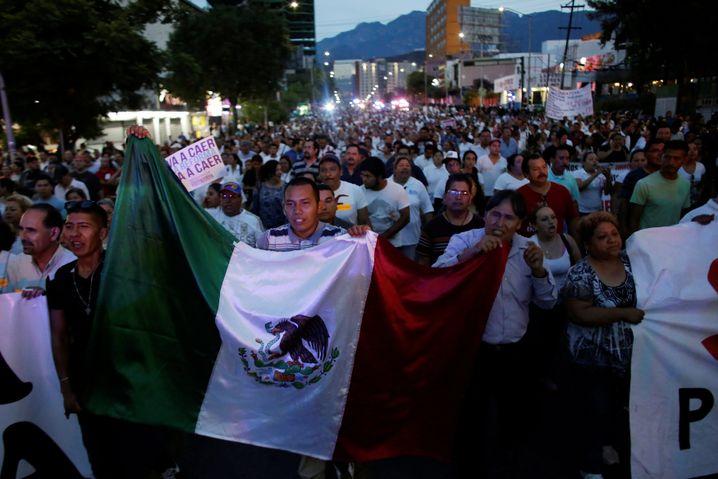 Sie lehnen die Bildungsreform der Regierung ab und protestieren seit Wochen zum Teil sehr gewalttätig: Lehrer in Mexiko