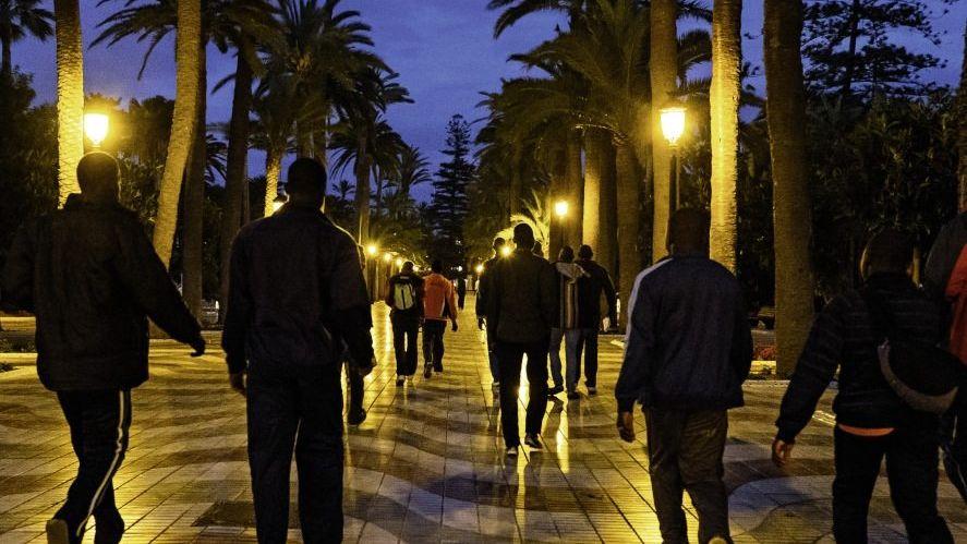 Afrikanische Flüchtlinge in Melilla auf dem Weg zum spanischen Festland