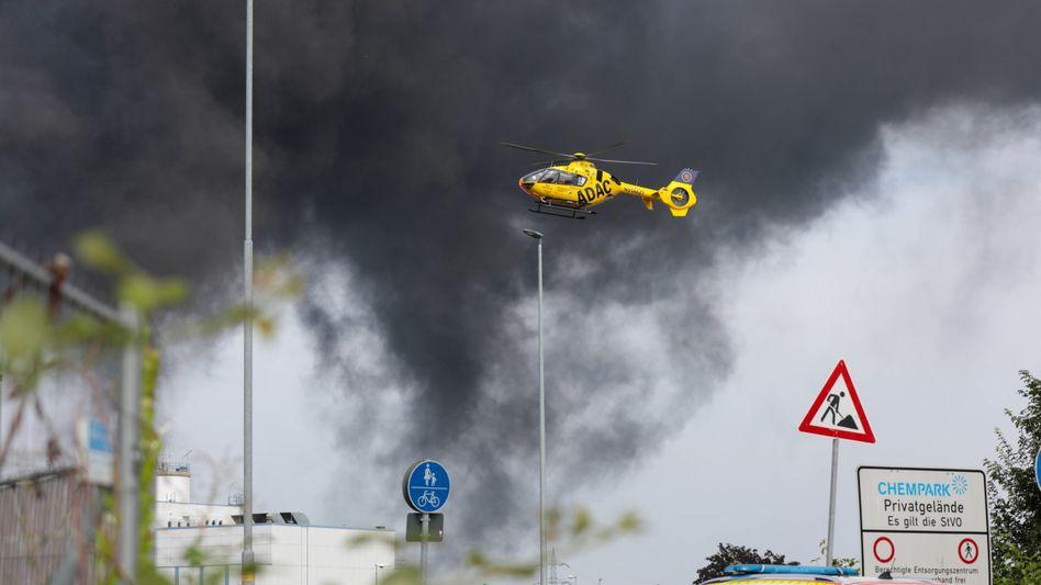 Großeinsatz nach der Explosion im Chempark Leverkusen am 27. Juli 2021