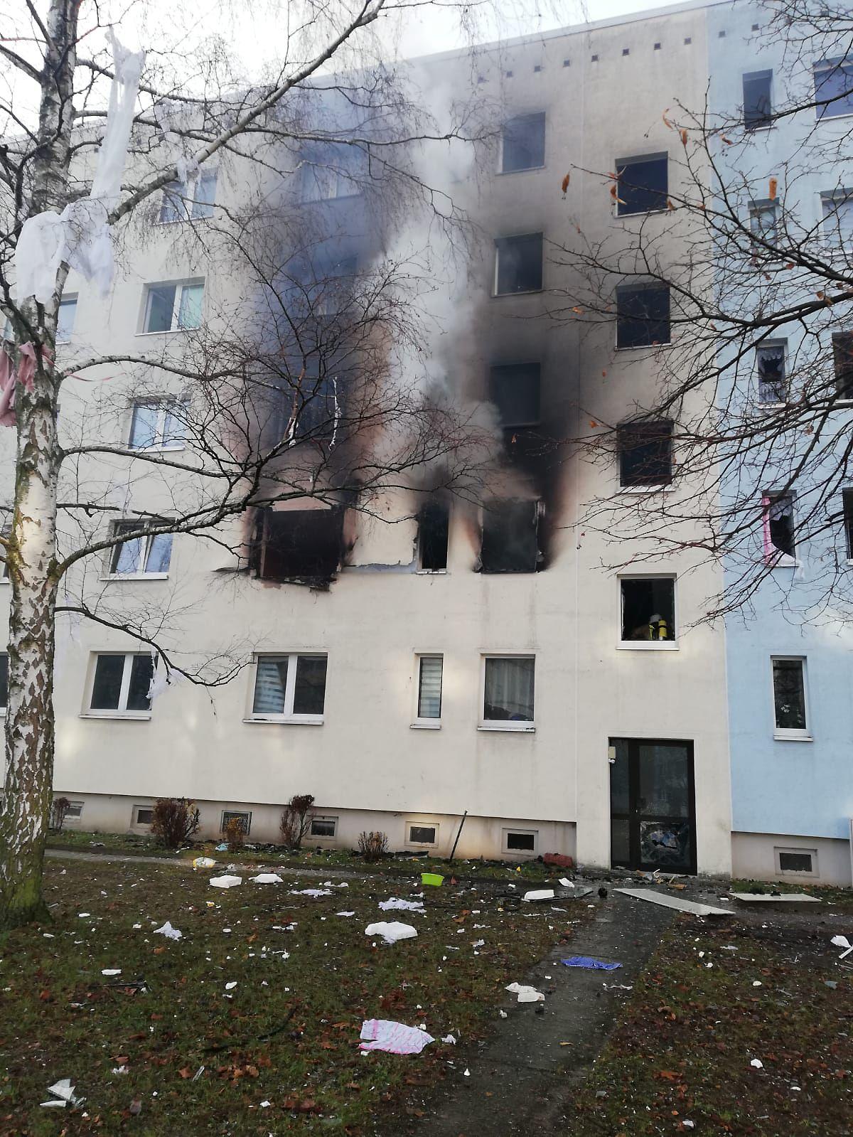 EINMALIGE VERWENDUNG Explosion Mehrfamilienhaus Blankenburg