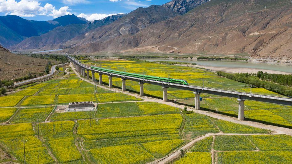 Streckenabschnitt der Zugverbindung Lhasa-Nyingchi