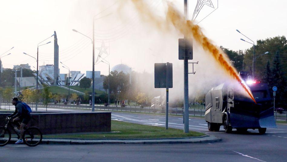Wasserwerfer in Minsk: Die Polizei ging erneut brutal gegen Demonstranten vor