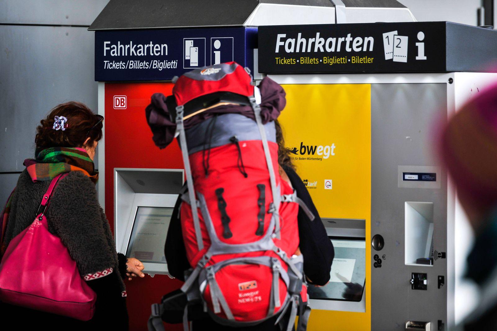 Hauptbahnhof Stuttgart. Stuttgart 21 ist die derzeit grˆflte Bahn-Baustelle des Landes. F¸r viele Pendler, Reisende und