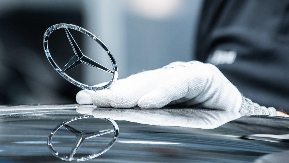 Die Mercedes S-Klasse ist eines der wichtigsten Daimler-Modelle. Nun muss es zurück in die Werkstätten