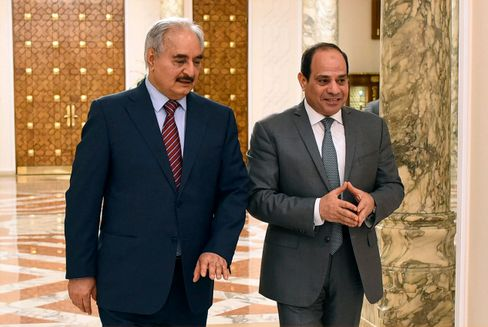 Zwei Militärs, die sich verstehen: Ägyptens Präsident Sisi (rechts) mit dem libyschen Warlord Haftar in Kairo