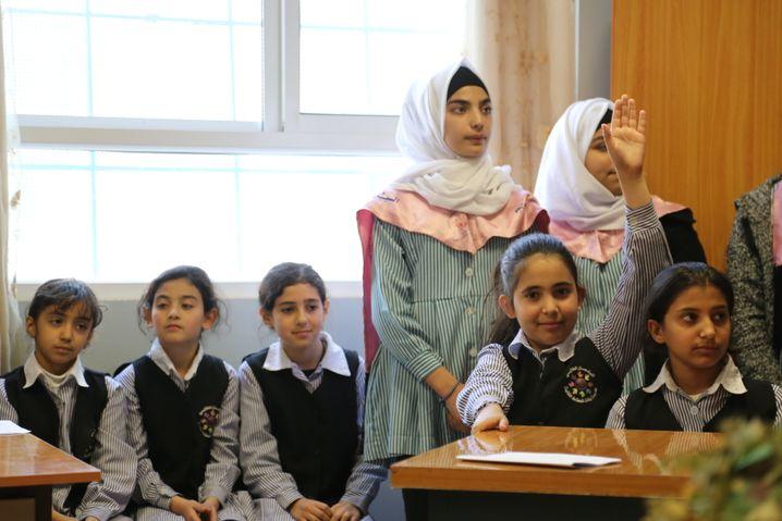 Palästinensische Schülerinnen im Shu'fat Camp