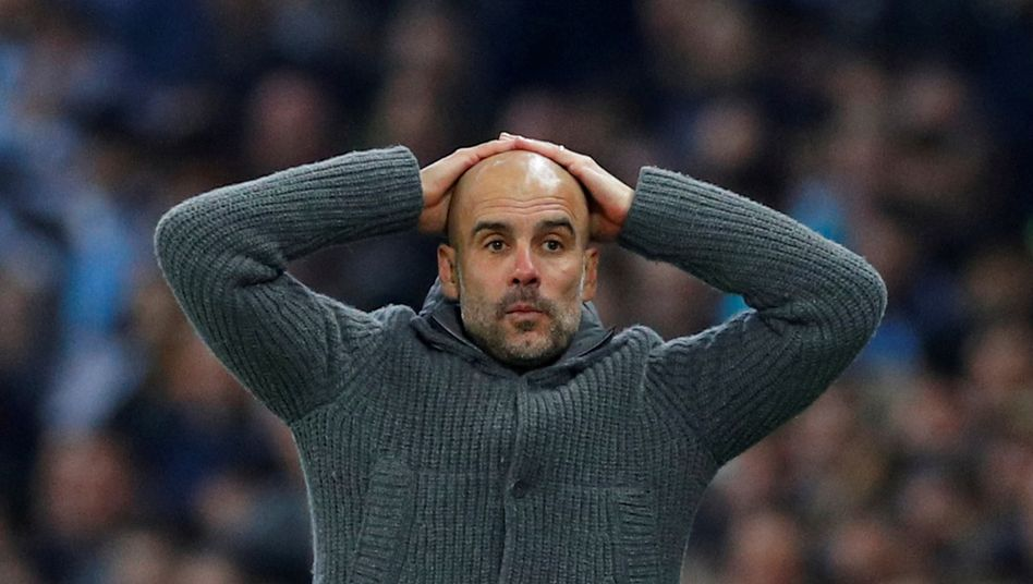 Manchester Citys Trainer Pep Guardiola