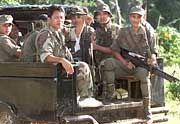 Rund 400 Soldaten und Polizisten haben auf Jolo die Lager der Geiselnehmer eingekreist