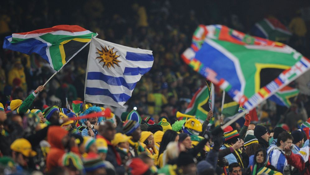 Uruguay schlägt Südafrika: Famoser Forlan, schwache Südafrikaner