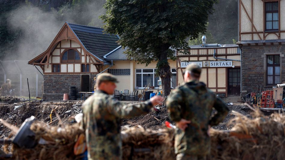 Aufräumarbeiten im Ahrtal: Allein für die Unternehmen in der Region Schäden von rund 560 Millionen Euro