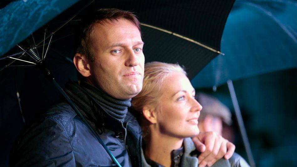 Nawalny mit Ehefrau Julija (Archivbild): Alle nötigen Papiere für den Flug nach Berlin