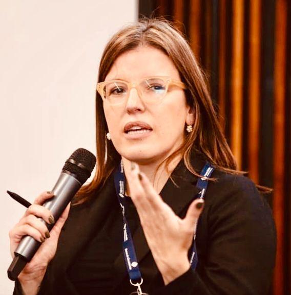 Sandra Patricia Borda Guzman, geboren 1975, ist Dozentin für Politikwissenschaft an der Universität der Anden in Bogotá. Sie hat zu den Studentenprotesten von 2019 in Kolumbien geforscht und ist Expertin für kolumbianische Außenpolitik, zivile Konflikte und den Friedensprozess.