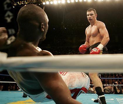 Boxkampf (Weltmeister Witali Klitschko, r., gegen Herausforderer Williams): Geschäft mit Millionen